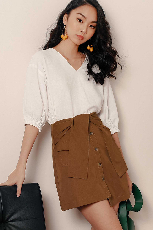 LARA POCKET SASH SKIRT IN TOFFEE