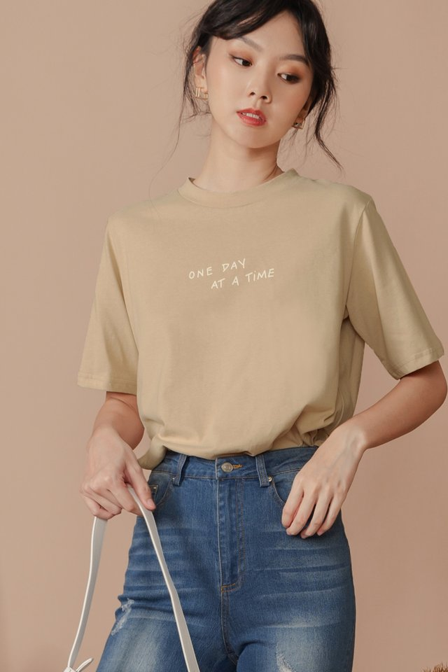 ONE DAY AT A TIME TEE IN BEIGE