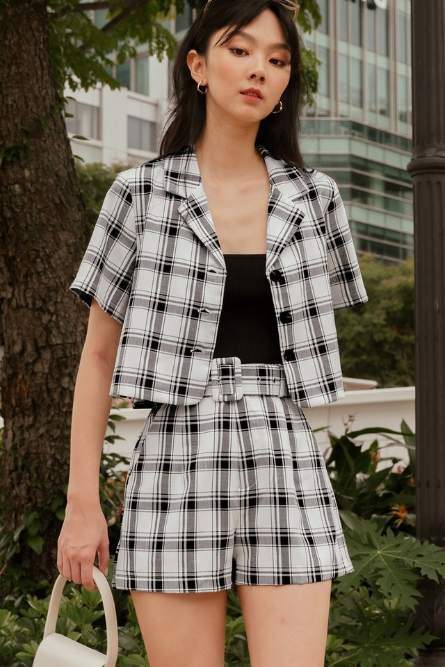 ARIAN BELTED CHECKS SHORTS IN MONO