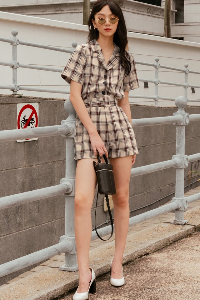 ARIAN BELTED CHECKS SHORTS IN SAND