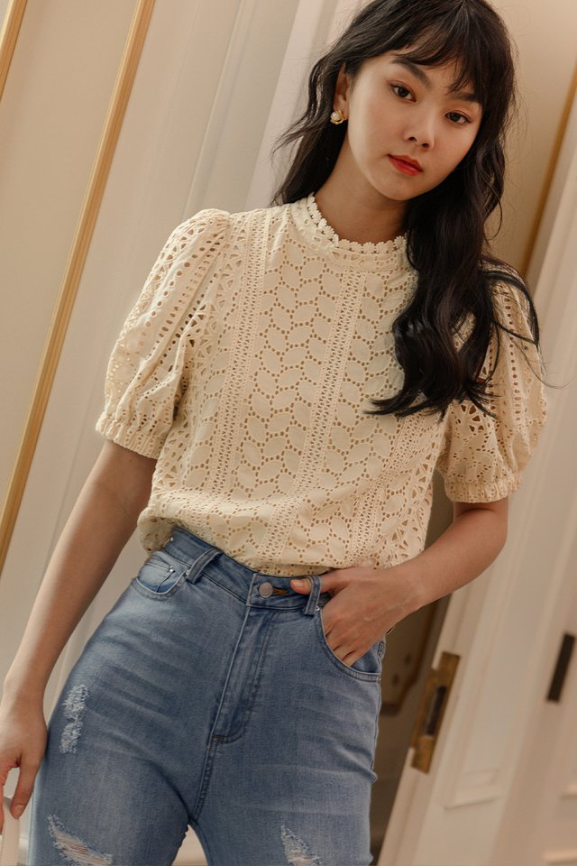 *BACKORDER* QUINTON EYELET TOP IN CREAM