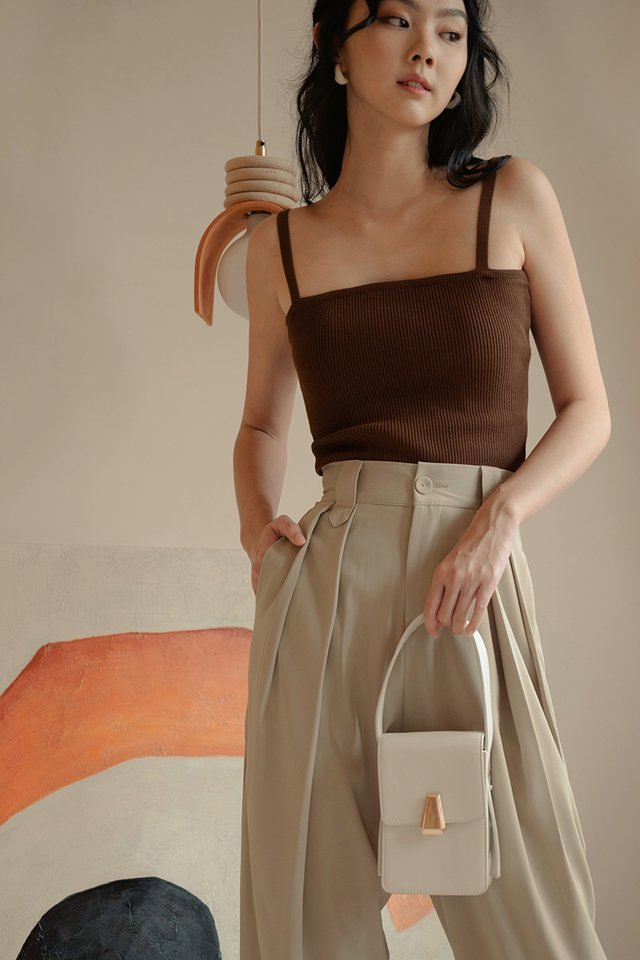 *BACKORDER* IZZY KNIT TOP IN COCOA