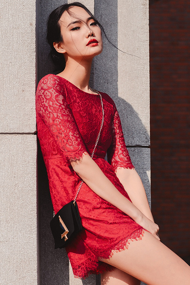 *BRIDGE* AMBERLY LACE PLAYSUIT IN RED